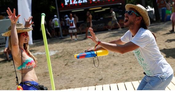Lễ hội âm nhạc Sziget giúp xua tan nắng nóng cho người dân Hungary