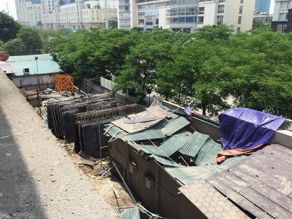 Hiện trường vụ tại nạn đứt cẩu tháp. (Ảnh: Nguyễn Thắng/TTXVN)