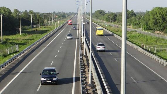 Phê bình ban quản lý làm chậm dự án cao tốc Bắc - Nam