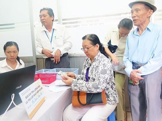 Đa số người dân thích nhận lương hưu và trợ cấp bảo hiểm xã hội bằng tiền mặt