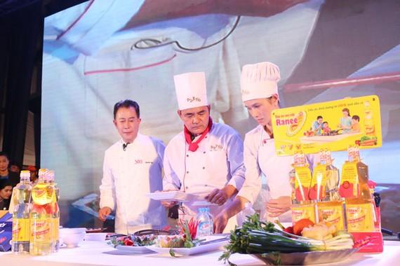 Ranee 'trợ thủ' mới cho Vua đầu bếp Martin Yan