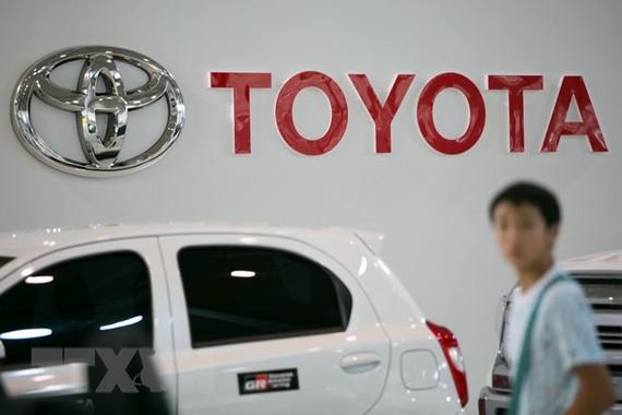 Biểu tượng Toyota tại cửa hàng ở Tokyo, Nhật Bản. (Ảnh: EPA/TTXVN)