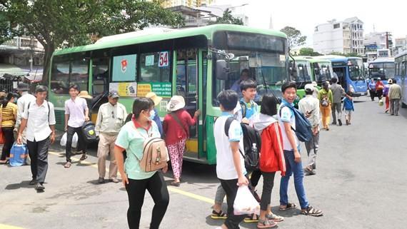 Cần có thêm giải pháp giúp xe buýt thu hút hành khách. Ảnh: THÀNH TRÍ