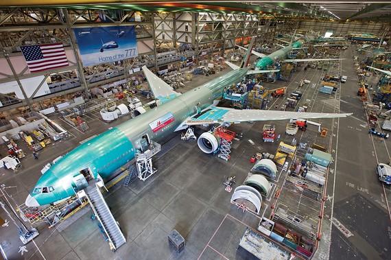 Lộ diện phiên bản Boeing 777-9x máy bay phản lực cánh gập đầu tiên