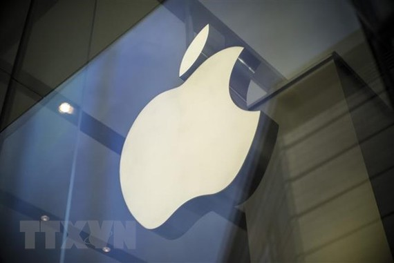 Biểu tượng Apple tại một cửa hàng ở Bắc Kinh, Trung Quốc. (Ảnh: EPA/TTXVN)