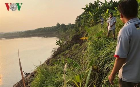 Đất canh tác của người dân thôn Mai Châu sạt lở do hút cát trái phép.