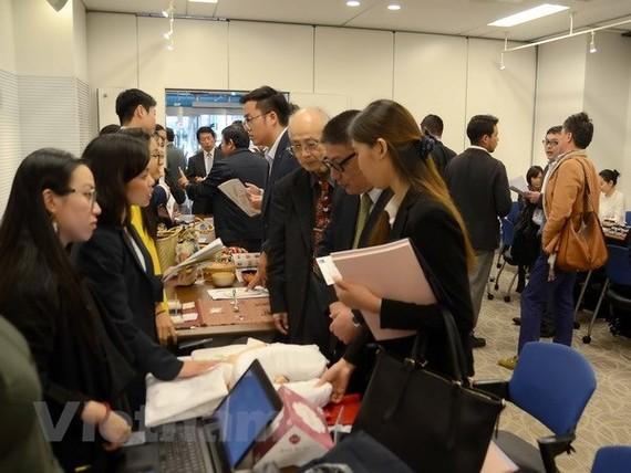 Doanh nghiệp hai nước tổ chức tiếp xúc, tìm hiểu cơ hội hợp tác. (Ảnh: Thành Hữu/Vietnam+)