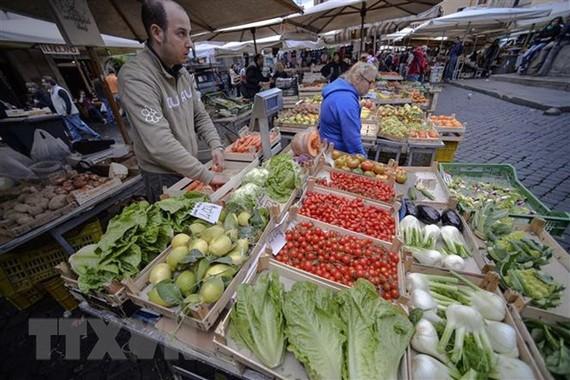 Một khu chợ ở Rome, Italy. (Ảnh: AFP/TTXVN)