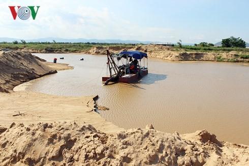 Dân kêu trời vì đại công trường khai thác cát trên sông Ba tại Phú Yên