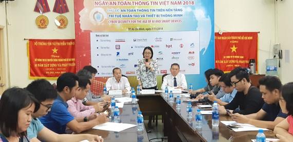 Lãnh đạo Sở Thông tin và Truyền thông TPHCM thông tin Ngày ATTT Việt Nam 2018 đến báo giới.