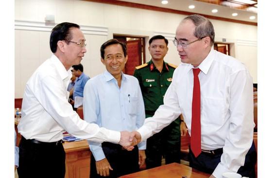 Bí thư Thành ủy TPHCM Nguyễn Thiện Nhân và các đại biểu. Ảnh: DŨNG PHƯƠNG