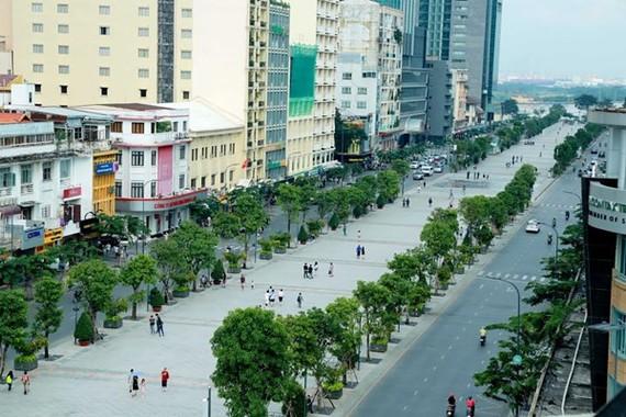 Quận 1 đề xuất cấm xe lưu thông vào đường Nguyễn Huệ tất cả các ngày