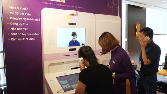 Đẩy mạnh phát triển ngân hàng bán lẻ trên nền tảng công nghệ số