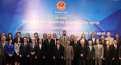 """Các đại biểu dự Hội nghị """"Việt Nam và APEC: 20 năm qua và chặng đường sắp tới"""". Ảnh: VGP/Hải Minh"""
