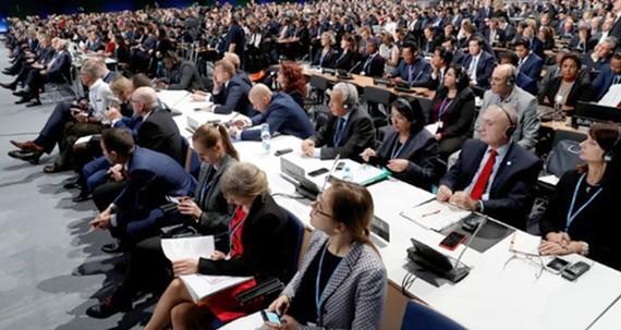 Các đại biểu tham dự khai mạc Hội nghị Biến đổi khí hậu LHQ năm 2018 tại Katowice, Ba Lan