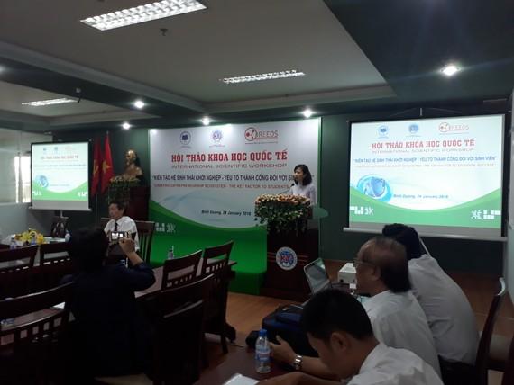 Hiệu trưởng Trường ĐH KTKT Bình Dương phát biểu tại hội thảo