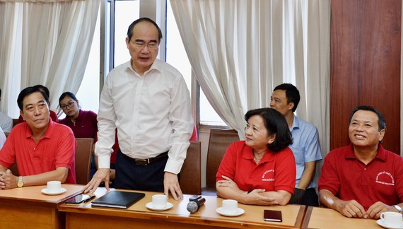 Bí thư Thành ủy TPHCM Nguyễn Thiện Nhân phát biểu trong buổi thăm Ban Tuyên giáo Thành ủy TPHCM. Ảnh: VIỆT DŨNG