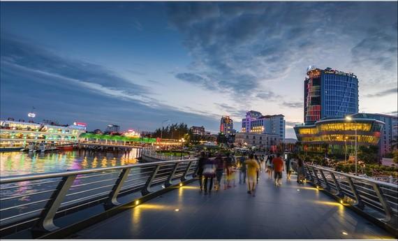 Cần Thơ đóng vai trò là trung tâm công nghiệp, thương mại và dịch vụ của vùng đồng bằng sông Cửu Long vào năm 2020