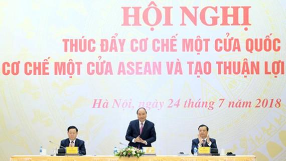 """Thủ tướng chủ trì Hội nghị trực tuyến về """"Thúc đẩy cơ chế một cửa quốc gia, cơ chế một cửa ASEAN và tạo thuận lợi thương mại"""""""