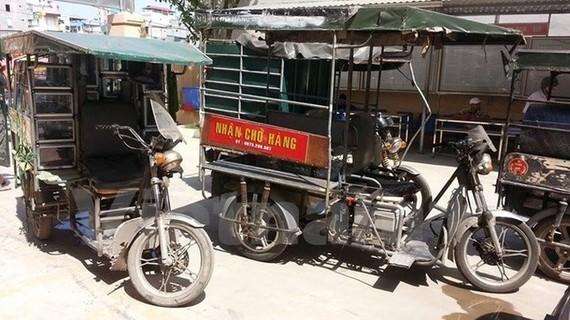 Xe ba bánh xuất hiện nhiều trên đường phố Hà Nội