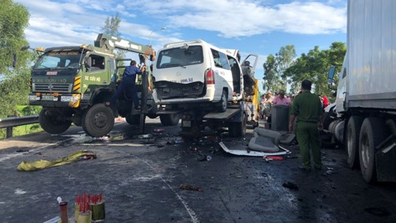 Hiện trường vụ tai nạn tại Quảng Nam làm 13 người chết, 4 người bị thương