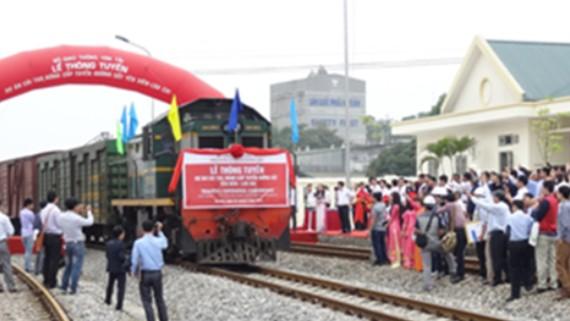 Lễ thông tuyến đường sắt Yên Viên - Lào Cai ngày 25-4-2015 tại ga Văn Phú - Yên Bái