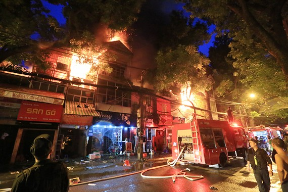 Khởi tố điều tra vụ cháy trên đường Đê La Thành