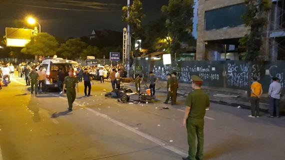Một nạn nhân tử vong do cần cẩu rơi tời trên đường Lê Văn Lương, Hà Nội