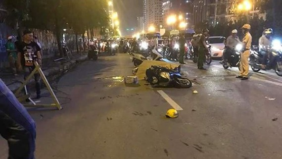 Ai chịu trách nhiệm vụ nạn nhân tử vong do cần cẩu rơi tời trên đường Lê Văn Lương?