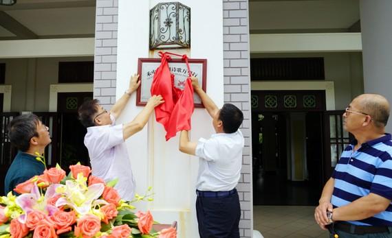 """禾中‧中國詩歌萬里行""""越南創作基地""""日前在越南美奈的越南禾中‧艾瑞麗斯度假村舉辦揭牌儀式。"""