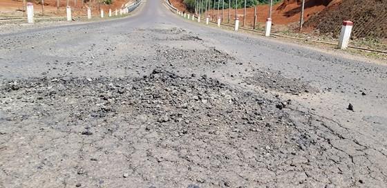 """Đường gần trăm tỷ """"nát bét"""", Công ty Thuận Nguyên phải chịu trách nhiệm sửa chữa"""