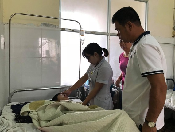 Bệnh nhân ngộ độc phải nhập viện sau khi ăn bánh mì