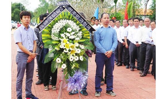 Dâng hương tưởng niệm các nạn nhân vụ thảm sát Bình An