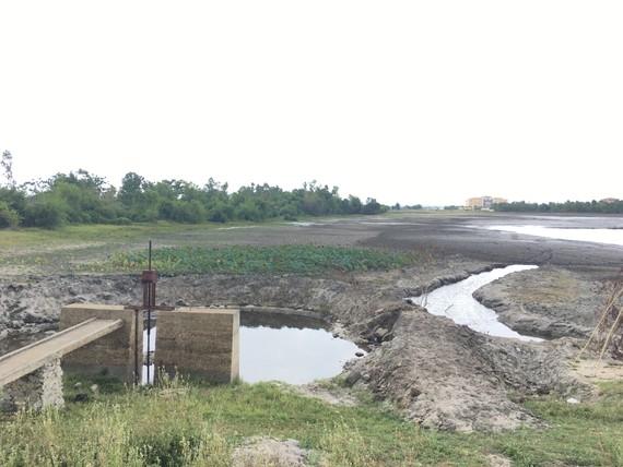 Hồ nước Bàu Sen đã cạn kiệt