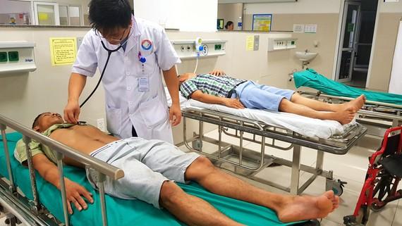 Tài xế Phạm Văn Tân nhập viện trong tình trang hôn mê do bị đánh hội đồng
