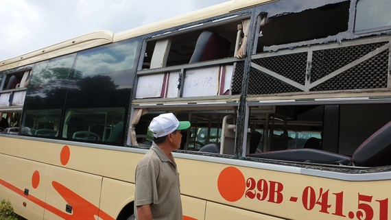 Hiện trường mới nhất xe du lịch bị tấn công tại Quảng Bình hôm 20-9
