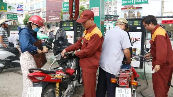 Không tăng giá xăng trong phiên điều chỉnh đầu tháng 12
