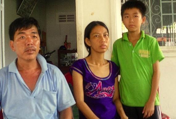 Bệnh nhân Hứa Cẩm Tú (giữa). Ảnh: TUẤN QUANG