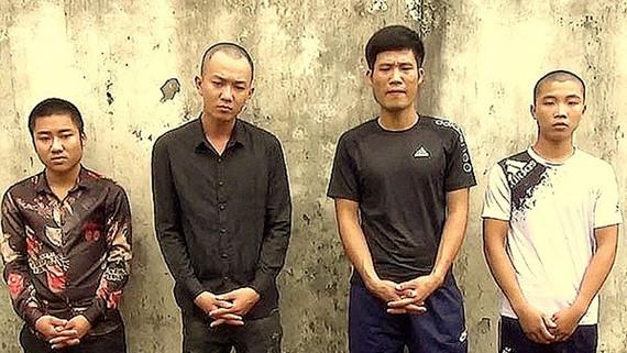 Nhóm đối tượng tàng trữ vũ khí tại Phú Quốc tại cơ quan điều tra. Ảnh: TUẤN QUANG