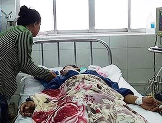 Các bệnh nhân bị ngộ độc đang nằm viện để theo dõi điều trị