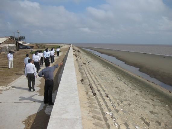 Kè kiên cố chống sạt lở ven biển ở Trà Vinh