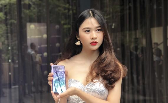 Huawei P20 Pro với vỏ máy khá bắt mắt