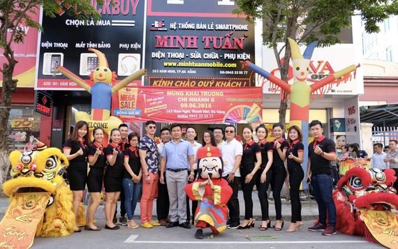 Minh Tuấn Mobile ngày khai trương cửa hàng ở Đà Nẵng