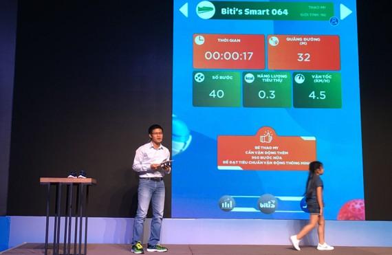 Trình diễn việc theo dõi sức khỏe trên giày Biti's Smart