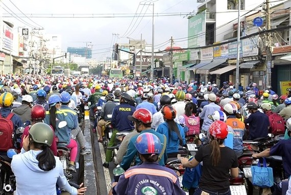 A traffic jam on Huynh Tan Phat Street in HCM City (Source: VNA)