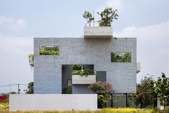 Binh House – a building designed by international award-winning architect Vo Trong Nghia – won the first prize of the Spec Go Green Awards 2016 (Photo: votrongnghia.com)