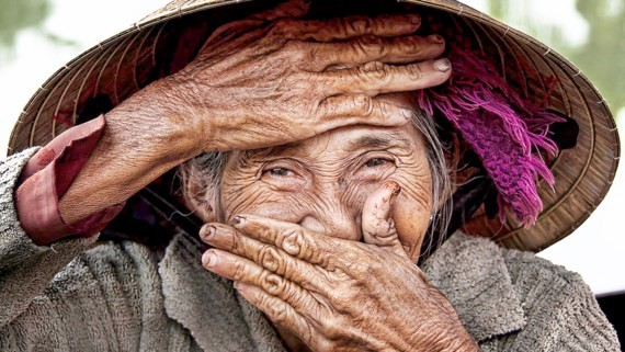 The picture «Hidden Smile» by French photographer Réhahn Croquevielle