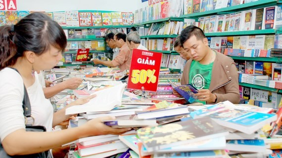 The summer book festival offers a discount of up to 80 percent on books and stationery.  (Photo: Sggp)