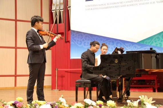 Vietnamese young violinist honored at Tchaikovsky Competition