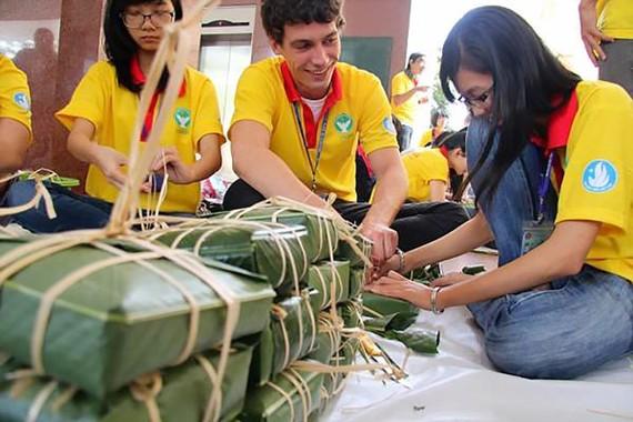 Making Banh Chung on Tet holidays